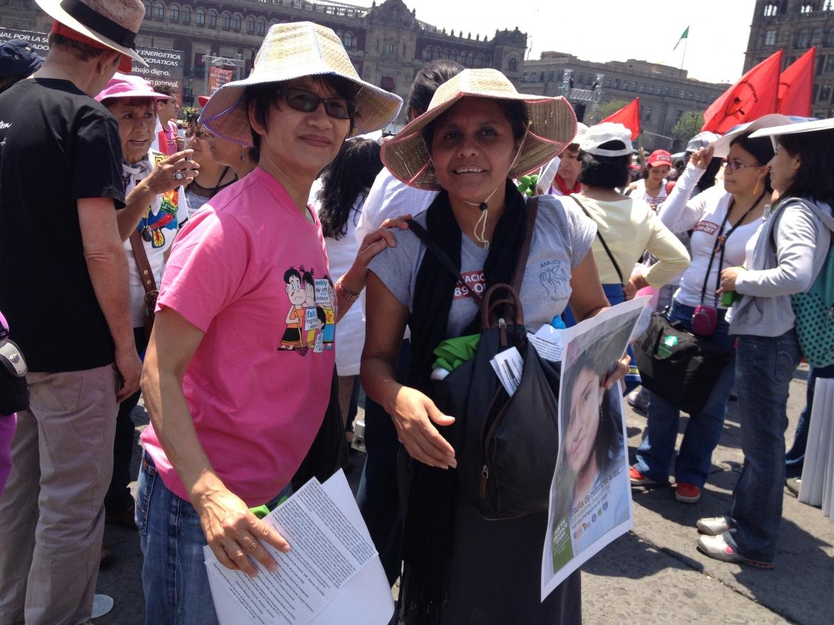 2012.5.1-5 Carmen Cruz and Elizabeth Tang at the May Day Rally, Mexico City