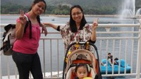 Hong Kong: A working mum and her Philippine domestic worker