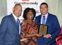 Jamaica: Shirley Pryce given a special award for her contribution to the development of domestic workers' profession