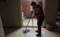 Promulgan ley que protegerá a trabajadoras domésticas en Illinois